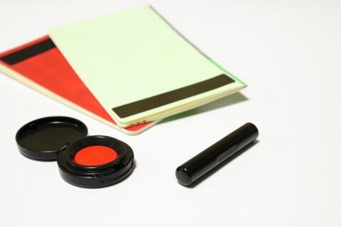 通帳と印鑑W480